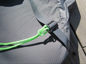 Starting the paracord waist strap with a cow hitch